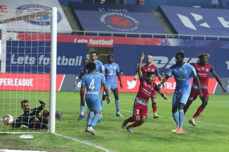 Mumbai City suffer League Shield setback as Jamshedpur claim stunning win