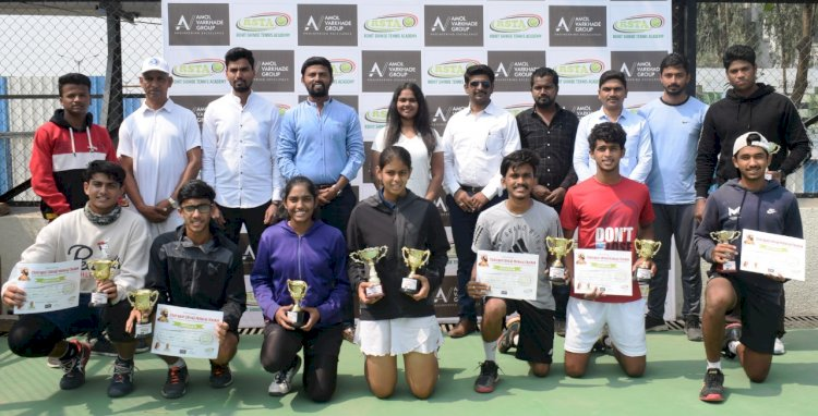 Double crown for Shroff at the Men's and Women's Tennis Tournament
